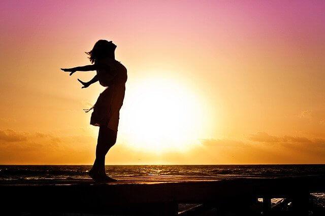 Selbstbewusste und Glückliche Frau ab 35 Durch Seelen Coaching
